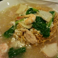 Photo taken at Restoran Yong Chun Ramen 永春拉面 by Raymond c. on 10/24/2011