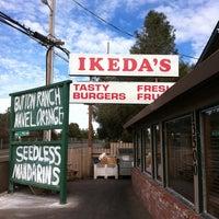 Foto scattata a Ikeda's California Country Market da Adam G. il 1/23/2011