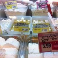 Photo taken at Keshet Teamim by Julia G. on 12/27/2011