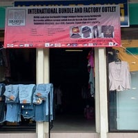 Photo taken at SW Trading. International Bundle & Factory Outlet by suhaili s. on 1/29/2012