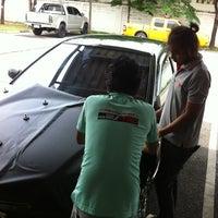 Photo taken at ราชสีห์ แต่งรถ@Lotus Plus Srinakarin by ann_naja on 6/6/2012