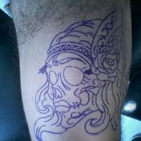 Foto tirada no(a) Estudio Royal Tattoo por El M. em 12/10/2011