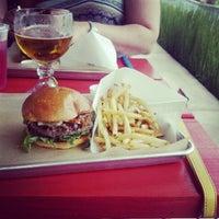 Снимок сделан в Hopdoddy Burger Bar пользователем Jenn C. 5/10/2012