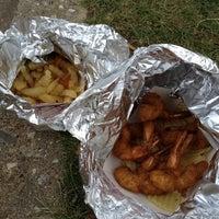 Foto tomada en Sid Booker's Famous Shrimp por John C. el 8/4/2012
