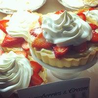 Foto scattata a Leoda's Kitchen & Pie Shop da Jen R. il 8/10/2012