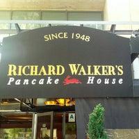 รูปภาพถ่ายที่ Richard Walker's Pancake House San Diego โดย Stephen R. เมื่อ 6/26/2012