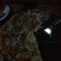Foto tirada no(a) Pizza Do Binho por Lu S. em 8/5/2012