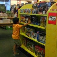 Foto tomada en Barnes & Noble por Veronica H. el 8/5/2012