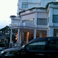 Photo taken at Hotel Vistana by Azurine M. on 5/27/2012