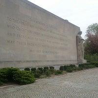 4/18/2012 tarihinde Angelica F.ziyaretçi tarafından Cadman Plaza Park'de çekilen fotoğraf