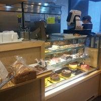 รูปภาพถ่ายที่ Jae Hee's Patisseries โดย HyeJoon K. เมื่อ 2/21/2012