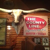 Foto tirada no(a) County Line On the Hill por Ingrid B. em 4/5/2012
