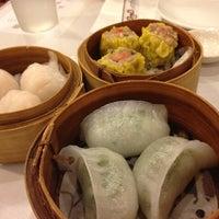 Photo taken at Golden Palace Seafood Restaurant by Tomotaka k. on 5/4/2012