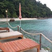Photo taken at เกาะหวายบีชรีสอร์ท KOH WAI Beach Resort by Arm S. on 4/26/2012