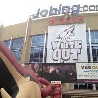 Das Foto wurde bei Gila River Arena von Joe L. am 4/14/2012 aufgenommen