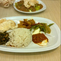 Photo taken at Ayam Goreng Kalasan by Hendy W. on 8/27/2012