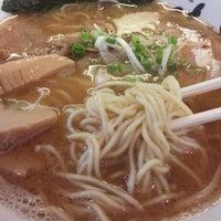 Photo taken at 横浜家系 麺屋 はやぶさ by upk on 5/22/2012