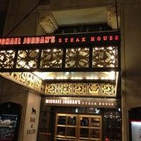 Das Foto wurde bei Michael Jordan's Steak House Chicago von Rod C. am 4/21/2012 aufgenommen