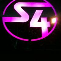 รูปภาพถ่ายที่ Station 4 (S4) โดย Ronald J. เมื่อ 3/18/2012
