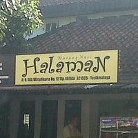 Photo taken at Warung Nasi Halaman by nia z. on 2/6/2012