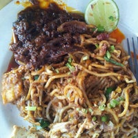 Photo taken at Mee Goreng Sotong Powerrr by Nor Azlina Z. on 2/12/2012