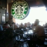 Das Foto wurde bei Starbucks von Güney C. am 6/22/2012 aufgenommen