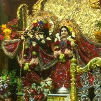 Photo prise au Radha Govinda Mandir par Shruti K. le8/20/2012