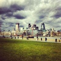 Das Foto wurde bei The Queen's Walk von Dan S. am 2/21/2012 aufgenommen