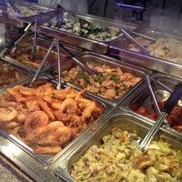6/17/2012にcarol k.がDeluxe Food Market 德昌食品市場で撮った写真