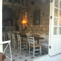 9/6/2012 tarihinde Engin A.ziyaretçi tarafından Köşe Kahve'de çekilen fotoğraf