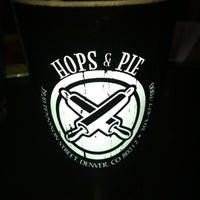 Das Foto wurde bei Hops & Pie von GayeLynn_M am 7/26/2012 aufgenommen