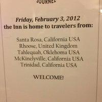 Das Foto wurde bei The Historic Requa Inn von Sara R. am 2/4/2012 aufgenommen