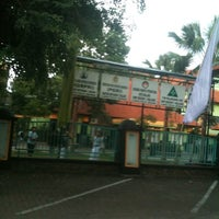 Photo taken at SMP Negeri 1 Malang by Minnie I. on 4/16/2012