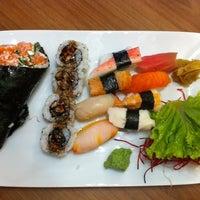Foto tirada no(a) Musashi Culinária Japonesa por Rafael G. em 5/19/2012