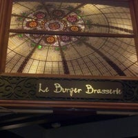 Photo prise au Le Burger Brasserie par Joe P. le7/27/2012