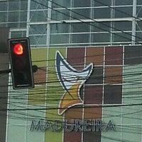 Foto tirada no(a) Madureira Shopping por Milton D. em 5/26/2012