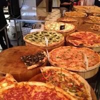 Das Foto wurde bei We, The Pizza von Andrew T. am 5/28/2012 aufgenommen