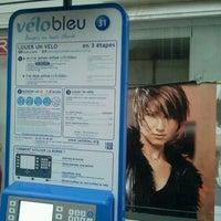 Photo taken at Vélo Bleu (Station No. 31) by Iarla B. on 2/25/2012