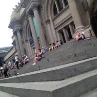 9/6/2012 tarihinde Ana K.ziyaretçi tarafından Metropolitan Museum Steps'de çekilen fotoğraf