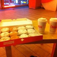 Foto scattata a Dunkin' Donuts da René S. il 2/21/2012