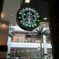 Снимок сделан в Starbucks пользователем Anna Y. 7/25/2012