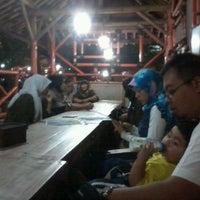 Photo taken at Pondok Dahar Nusantara by Hario P. on 8/21/2012