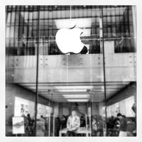 Photo taken at Apple Liverpool ONE by Danny D. on 5/7/2012