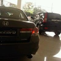 Photo taken at Honda Permata Hijau Automegah by marrylyns l. on 1/7/2012
