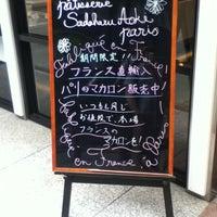 6/2/2012 tarihinde Tomoki A.ziyaretçi tarafından pâtisserie Sadaharu AOKI paris 丸の内店'de çekilen fotoğraf