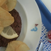 Photo taken at H3 Hambúrguer Gourmet by Ivo G. on 7/23/2012