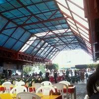 Foto tirada no(a) Praça de Alimentação do Dom Pedro por Icaro G. em 11/4/2011