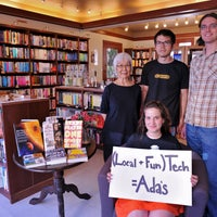 11/24/2011 tarihinde Think Localziyaretçi tarafından Ada's Technical Books and Cafe'de çekilen fotoğraf