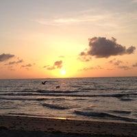 Снимок сделан в Spanish River Beach пользователем Terrah B. 7/7/2012