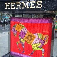 Das Foto wurde bei Hermès von S 🤗 am 4/18/2012 aufgenommen